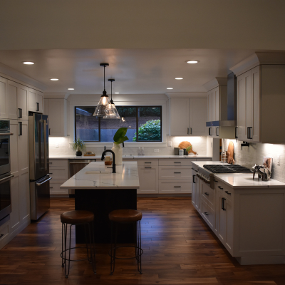 Kitchen remodel pendant lights, recessed can lights, under-cabinet lights and countertop plugs in Tigard by Classic Electric